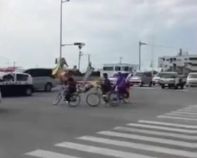 沖縄の中学生が自転車で暴走