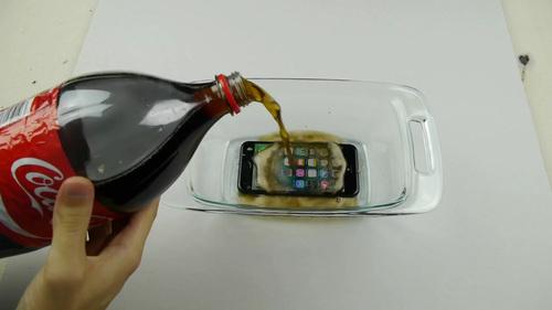 iPhone 7 コカコーラ