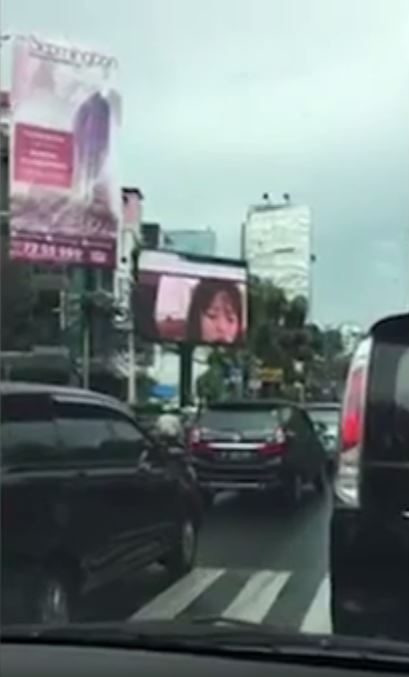 インドネシアの街頭ビジョン広告