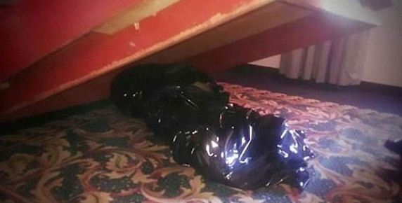メキシコのホテルのベッドの下
