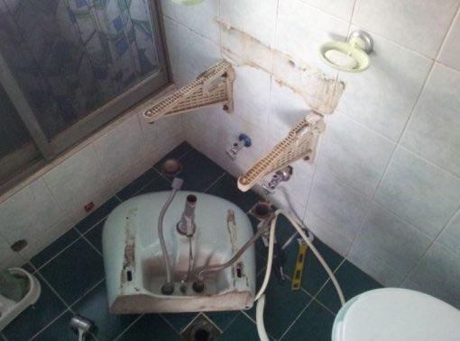 家の物を破壊