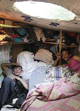 下水道に22年間住む夫婦