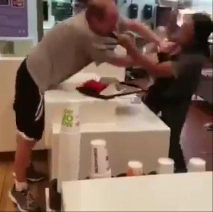 マクドナルドで客が暴行