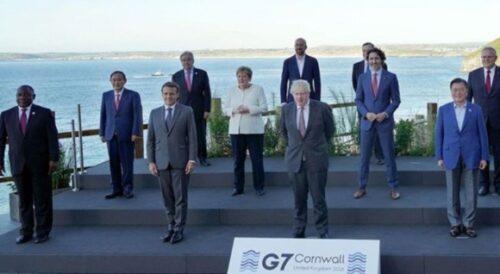 G7 管首相を端っこにする加工