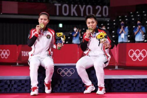 インドネシア 女子バドミントンダブルスで金メダル